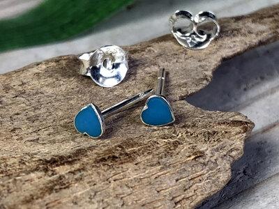 zilveren oorknopjes hartje lichtblauw