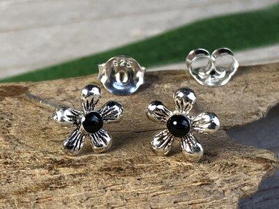 oorknopjes bloem zwart zilver amy