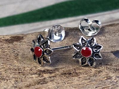 oorknopjes bloem rood zilver