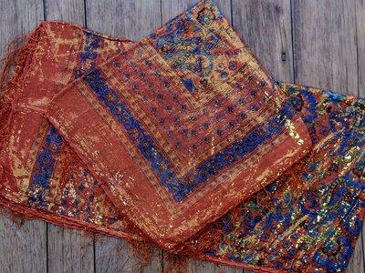 sjaal -goud- oranje/blauw