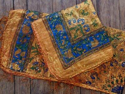 sjaal -goud- oranje/blauw/bloem