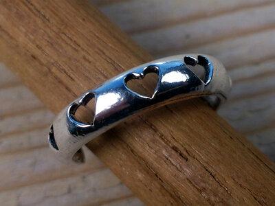 teenring zilver hartjes (maat 14,5mm)