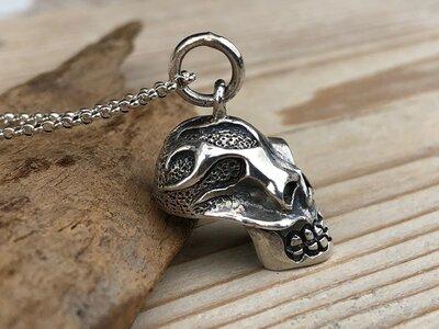 hanger skull vlammen zilver