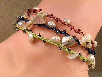 enkelbandje met kralen en schelpjes
