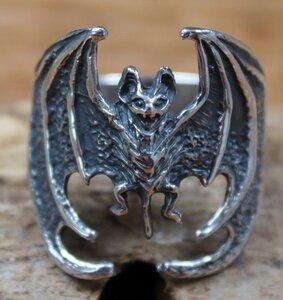 ring vleermuis zilver