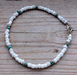 enkelketting met kraaltjes zilver-wit-turquoise