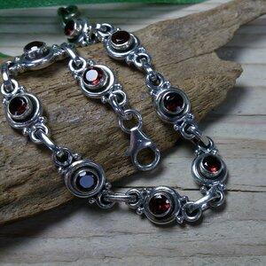 armband zilver donkerrode steentjes