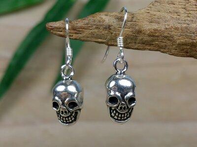 zilveren skull oorbellen