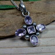 hanger met paarse steentjes